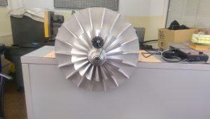 перка от турбокомпресор за лека кола в сравнение с перката на локомотивен турбокомпресор серия 06, D.G. Турбо сервиз